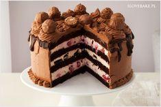 Tort śmietanowy z owocami i czekoladą
