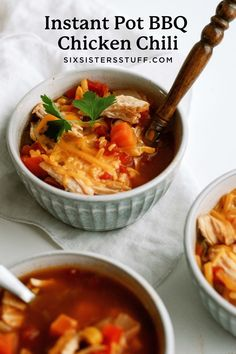Quick and easy Instant Pot BBQ chicken chili is a family dinner recipe everyone will love! It is a hearty chili filled with delicious beans and peppers, and plenty of spices. Best Instant Pot Recipe, Instant Recipes, Instant Pot Dinner Recipes, Wrap Recipes, Chili Recipes, Ninja Recipes, Chicken Chili, Bbq Chicken, Cooker Recipes