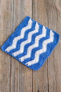 These stunning crochet dishcloth pattern free patterns. All of these crochet dishcloth pattern are amazing and very easy to crochet. Chevron Crochet, Crochet Ripple, Crochet Dishcloths, Crochet Squares, Crochet Patterns, Irish Crochet, Blanket Patterns, Crochet Ideas, Crochet Kitchen