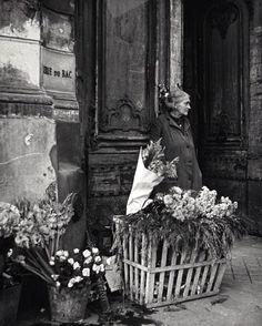flower seller in Paris