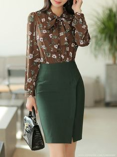 How To Look Classic Like Serwaa Amihere For Plus Size & Curvy Ladies 2020 – Pencil Skirts That Make You Look Cool in 2019 Classy Work Outfits, Office Outfits Women, Stylish Outfits, Pencil Skirt Outfits, Pencil Skirts, Elegantes Outfit, Work Attire, Fashion Dresses, Women's Fashion