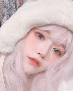 - - Source by ruanyuxin Korean Girl Photo, Cute Korean Girl, Ullzang Girls, Cute Girls, Cute Blonde Boys, Cute Makeup, Makeup Looks, Japonese Girl, 3 4 Face