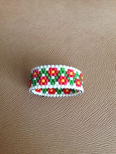Peyote ring Seed Bead Jewelry, Bead Jewellery, Beaded Jewelry, Peyote Beading, Bead Loom Patterns, Bracelet Patterns, Bead Loom Bracelets, Handmade Rings, Bracelets