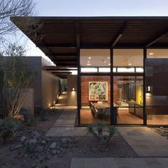 The Brown Residence displays a magnificent modern architecture in Scottsdale, Arizona, where it is located. Capturing a welcoming set of interior and exterior design lines, the modern home was designed by Lake Garden Deco, Modern Exterior, Exterior Design, Residential Architecture, Modern Architecture, Vernacular Architecture, Lake Flato, Brown House, Desert Homes