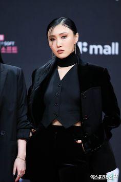 K Pop, South Korean Women, Foto Jimin, Poses, Korean Celebrities, Edgy Outfits, K Idols, Korean Girl Groups, Kpop Girls