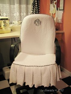 La Sewista!: Office Chair Slipcover Completed...I need to find someone to make me one of these!!