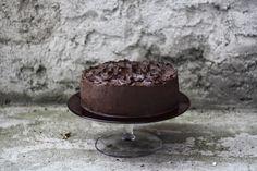 Hrozně ráda peču dorty, ale vy to přece víte. Recept na nejčokoládovější čokoládový dort mám od maminky mého milého. Ona peče buchtu na plech, já dort.