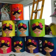 Cute Frida Kahlo painted tins to make for all your brushes and art pens pixeles Tin Can Crafts, Crafts For Kids, Arts And Crafts, Frida Kahlo Party Decoration, Frida Kahlo Birthday, Party Mottos, Mexican Christmas, Mexican Party, Party Themes