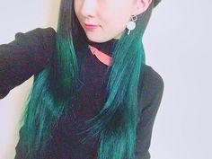 WEBSTA @ uni_rin - new colorやりたかったエンチャンテッドフォレスト❤︎ #haircolor #green #ロング #エンチャンテッドフォレスト #マニパニ #緑 #lillybrown #派手髪 #黒髪