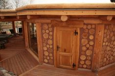 Maybe cord-wood construction? Cob Building, Building A House, Casas Cordwood, Cordwood Homes, Home Building Companies, Log Wall, Earthship, Little Houses, Log Homes