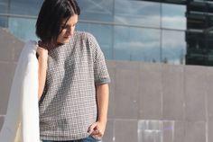 Sudadera CKS vía Lookiero, boyfriend jeans de Zara (AW16), blazer blanca de Suiteblanco y zapatos Oxford negros de Pull&Bear de otras temporadas.