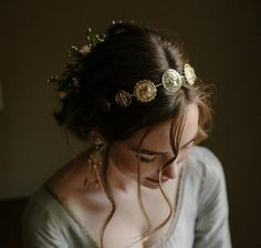 The majesty of Empire comes to life with this noble coin wedding crown, a rendering of artisanal replica Roman coins that shimmer atop the bridal coiffure. Bridal Tiara, Bridal Headpieces, Wedding Headband, Bild Girls, Wedding Accessories, Hair Accessories, Princess Aesthetic, Crown Aesthetic, Boho Stil