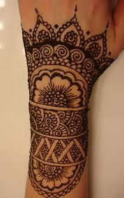 Henna pattern on top of hand and wrist♥