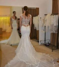 Alex Dumente ''Calabro' size 4 new wedding dress back view on bride
