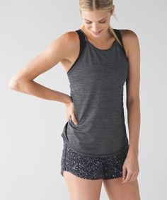 We designed this lightweight, loose tank with anti-stink technology for your hottest training days.