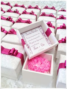caixa de mdf para casamento decorada com fita de cetim rosa Wedding Cake Boxes, Soap Wedding Favors, Craft Wedding, Wedding Cards, Wedding Gifts, Wedding Invitations, Wedding Decorations, Creative Gift Wrapping, Creative Gifts