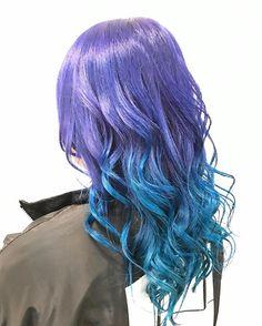 WEBSTA @ dolceakira.adachi - 昨日のお客様^ ^原宿系女子カラー(^^) 紫からターコイズのグラデーション✨個性的で目立つし可愛いですねグラデーションは巻いた方がより可愛く見えます❗️ 個性的なカラーも得意なのでお問い合わせください^ ^一月のご予約まだ空きがあります^^是非ご来店ください!ご予約はhotpepper、DM、LINEへお願いします!!@akirafutsal1212#美容師#美容室dolce#ヘアカラー#カラー#個性的#マニキュア#マニックパニック#グラデーションカラー#原宿系女子#原宿系#派手髪#ターコイズ#パープル#お出かけ仕様#東京へ#お客様#豊川#toyokawa#愛知県#instahair#巻き髪#店長安達#安達瞭#安達hair