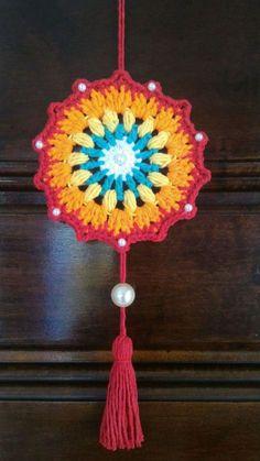 ideas crochet patterns blanket mandala for 2020 Crochet Mandala Pattern, Crochet Beanie Pattern, Crochet Blanket Patterns, Crochet Home, Crochet Gifts, Cute Crochet, Crochet Mandela, Crochet Dreamcatcher, Crochet Slippers