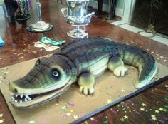 Sculpted Alligator Cake Cake sculpted and covered in fondant and then airbrushed. Alligator Cake, Alligator Party, Crocodile Cake, Crocodile Party, Swamp Party, Snake Cakes, Spider Cake, Wedding Cake Cookies, Food Cakes