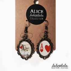 Queen of Hearts Earrings - Alice in Wonderland - Orecchini in metallo bronzato Regina di Cuori - Alice - di LeleleleCreations