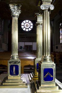 Masonic Lecturn, Saint Edmund's, Falinge | Flickr - Photo Sharing! Masonic Art, Masonic Lodge, Masonic Symbols, Freemason Symbol, Symbolic Art, Grand Lodge, Templer, Eastern Star, Freemasonry