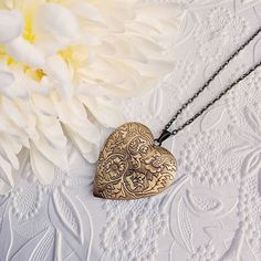 Large heart locket necklace antique bronze long chain etched floral pendant vintage style photo keepsake gift for Mom from daughter Best Gift For Wife, Gifts For Wife, Mom Gifts, Wedding Gifts For Bride, Bride Gifts, Earrings Handmade, Handmade Jewelry, Handmade Gifts, Handmade Accessories