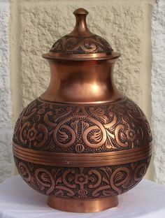 Google Image Result for http://www.troost.com/Productimages/Urn2.jpg