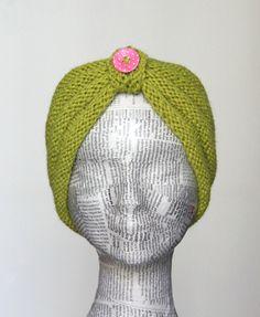Pift det trætte vinterlook op med et nyt pandebånd og måske et par nye lune… Knitted Headband, Knitted Hats, Free Knitting, Knitting Patterns, Knit Crochet, Crochet Hats, Bindi, Knit Mittens, Head And Neck