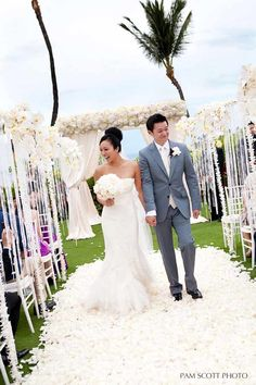 Maui wedding florals by karentran.com    The Wedding Lady - Exquisite Wedding Planning in Maui Hawaii and Vancouver BC    # weddinglady.com