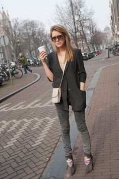 Check Howsty schoenen. Look of the week. See http://www.9straatjesonline.com/nl/as-seen-in-the-9/ for the complete look!