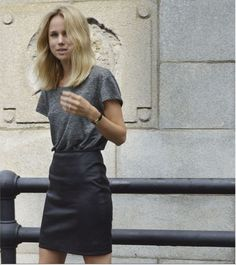 Have you guys heard of fashion blogger, writer, and model Elin Kling, or am  I just totally behind? Her site is super inspiring & I am a little obsessed  with her chic, simple, and effortless style.  Ok, can we just admit that EVERYONE looks badass babe in all black, big  sunglasses, boots, and a hat? It's a fact.
