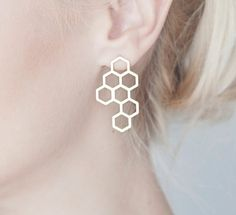 Statement post earrings with an urban touch, inspired by Scandinavian design. 7 geometric shapes are linked together and soldered at the top to a