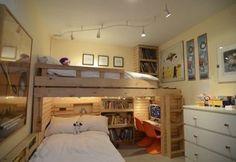 子供部屋にぴったりなロフトベッドの使い方。兄弟ってついつい二段ベッドにしがちですが、ベッドを交差させることで圧迫感がなく、部屋が広く見えますね。
