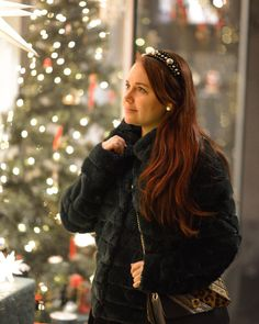 ROXANE - Style : A photoshoot with many Christmas lights. I love strolling through the streets of Bern to see all the beautiful Christmas decorations. Taking pictures with fairy lights in the background is just so pretty. Christmas Lights Photoshoot, Beautiful Christmas Decorations, Taking Pictures, Fairy Lights, Most Beautiful, Bern, Pretty, Chloe, Collection