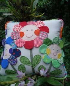 Cushion with cheerful flowers Greetings to all mothers and grandmothers kids who know how to sew and love beautiful things for interior decoration) Do not Kids Pillows, Throw Pillows, Easy Crafts, Diy And Crafts, Sewing Crafts, Sewing Projects, Cute Cushions, Flower Pillow, Happy Flowers