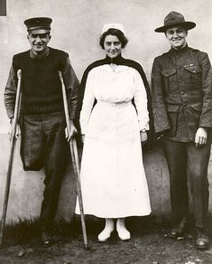 Navy Nurse Hazel Herringshaw stands with two of her patients -- 1918 - United States Navy Nurse Corps - Wikipedia, the free encyclopedia
