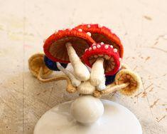 立体刺繍のブローチ~キノコ~