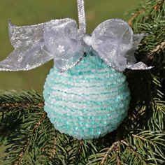 Zauberhafte Christbaumkugel aus Perlen