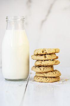 Peanut Butter Cookies Classic Peanut Butter Cookies, Peanut Butter Desserts, Peanut Butter Cookie Recipe, Cookie Desserts, Fun Desserts, Best Easy Dessert Recipes, Easy Summer Desserts, Best Cookie Recipes, Cookie Calories