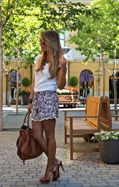 CON DOS TACONES: A TOUCH OF CHIC