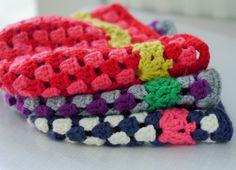 phildar blog - free crochet pattern with partner 6 http://www.bonthuishouden.nl/2015/09/bloggen-voor-phildar-gehaakte-granny-muts-met-kantrandje/