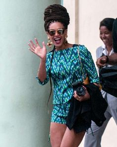 Beyoncè in Cuba wears Milly http://www.leichic.it/donna-vip/beyonce-knowles-allhavana-in-abito-milly-33373.html
