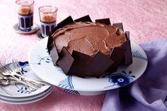 Brooklyn-chokoladekage En super chokoladekage, der er inspireret af det amerikanske køkken. (Recipe in Danish) Danish Food, Brooklyn, Sweets Cake, Food Cakes, Food Inspiration, Chocolate Cake, Cravings, Cake Recipes, Sweet Tooth