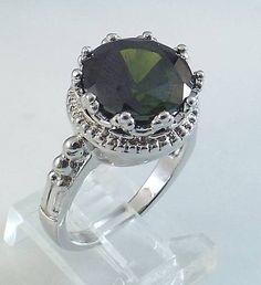 Ladies Round Emerald CZ Silver Ring~18K WGold Overlay Sz 9- Free Gift Box