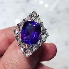 Strikingly outstanding artistic ring by Forms. @dubellier #dubellier