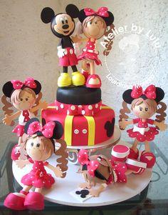PARA MESA DEFESTA INFANTIL.           Uma encomenda aqui da minha cidade,     feita para o niver da filha da Simone.      O Mickey não ...