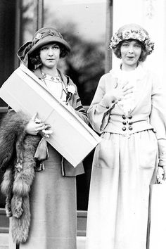 Bitchwitched: Dorothy and Lillian Gish, 1922