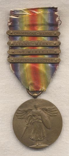 US World War I: Victory Medal with Champagne-Marne, Ainse-Marne, St. Mihiel, Defence Sector clasps.