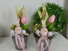 Chocolates, Easter Table Decorations, Diy Ostern, Easter Wreaths, Spring Crafts, Easter Crafts, Easter Eggs, Flower Arrangements, Garden Sculpture