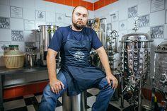 Петербуржец Никита Малыхин производит самогонные аппараты. Их покупают состоятельные россияне, длякоторых самогон—это хобби. В месяц компания продает до250 аппаратов, принося основателю 10 млнруб. выручки